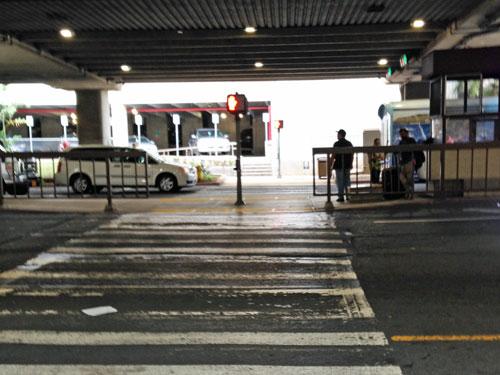 ホノルル空港の横断歩道
