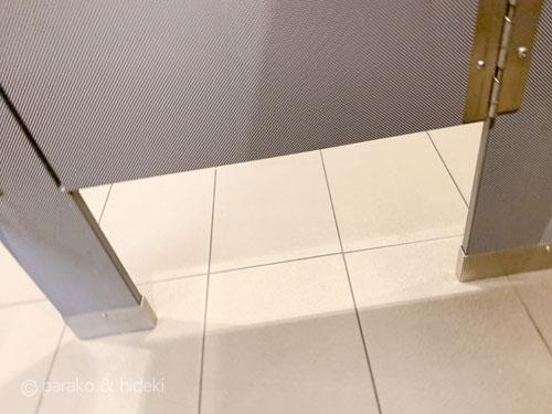ハワイのトイレの隙間が広い