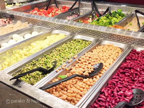 ホールフーズマーケットのデリコーナー