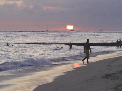 ハワイ ワイキキの夕日