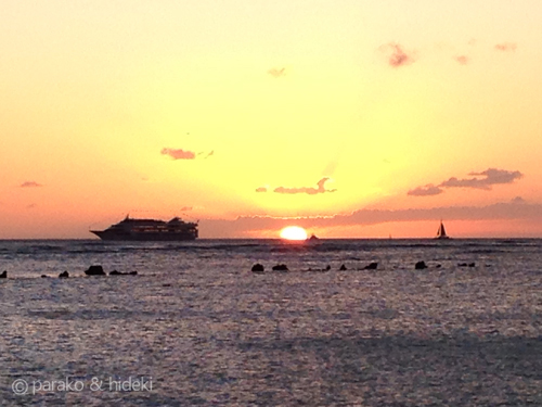 ハワイ アラモアナビーチパークの夕日