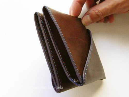 アブラサス二つ折り財布
