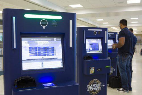 ホノルル空港自動入国審査端末