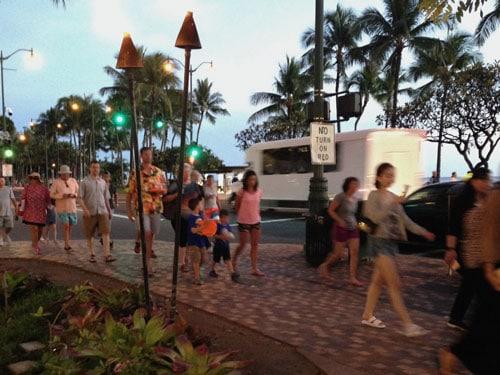 ハワイ夕方の服装