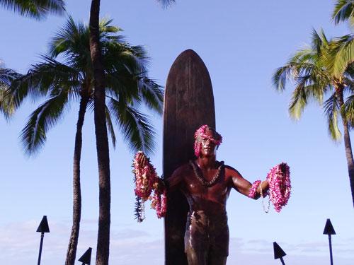ハワイのデュークカハナモク像