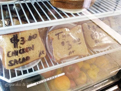 高橋果実店(ヘンリーズプレイス)の冷蔵庫に入ったサンドイッチ