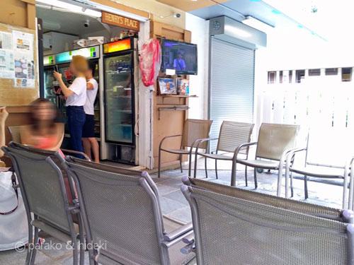 高橋果実店(ヘンリーズプレイス)の椅子