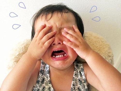 大泣きする赤ちゃん
