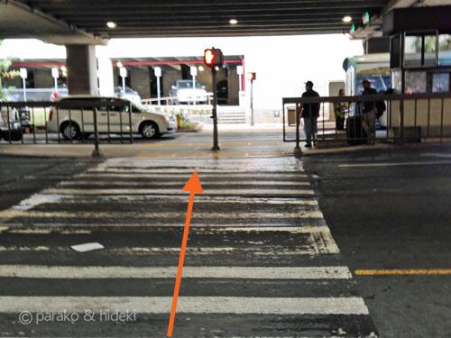 ホノルル空港レンタカーシャトルバス乗り場