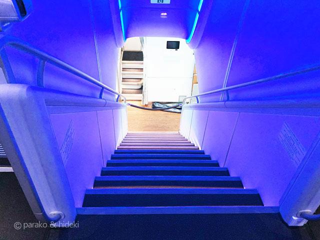 A380(フライングホヌ)ハワイ ファーストクラス 階段