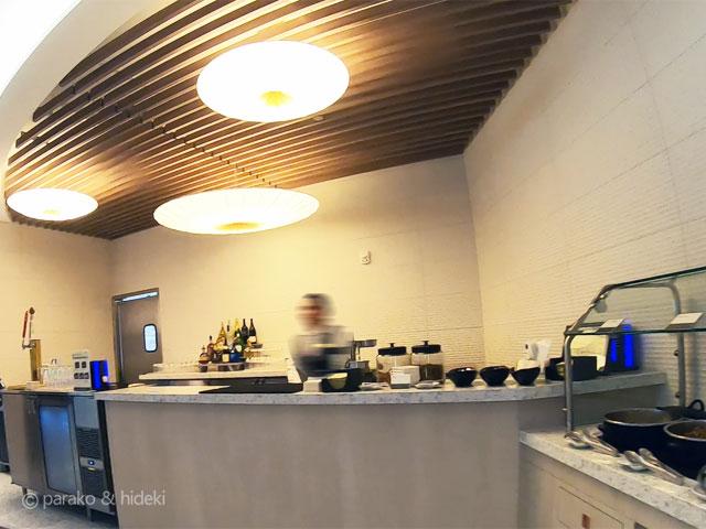 ホノルル空港 ANAスイートラウンジ(ファーストクラス利用者)ドリンクカウンター