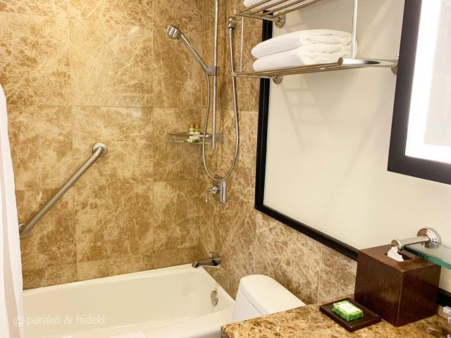ピンクパレス(ロイヤルハワイアンホテル)バスルーム