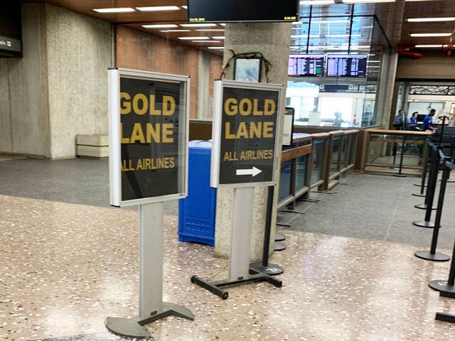 ホノルル空港ゴールドレーン